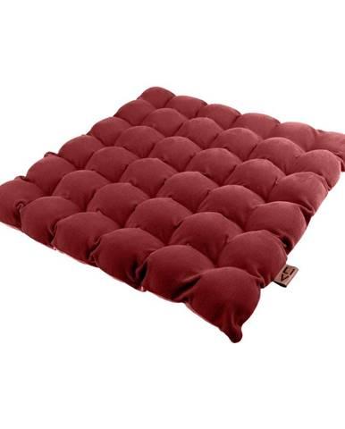 Červený vankúš na sedenie s masážnymi loptičkami Linda Vrňáková Bubbles, 65 × 65 cm
