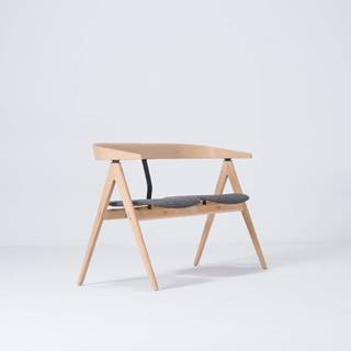 Lavica z dubového dreva so sivým sedadlom Gazzda Ava