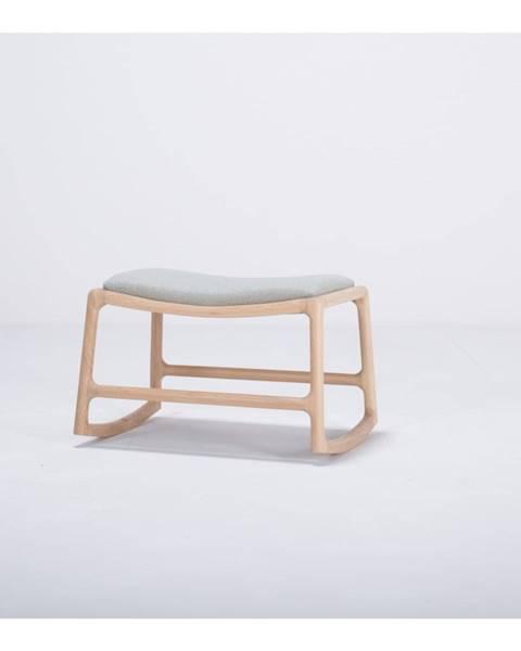 Gazzda Podnožka s konštrukciou z dubového dreva so sivým textilným sedadlom Gazzda Dedo