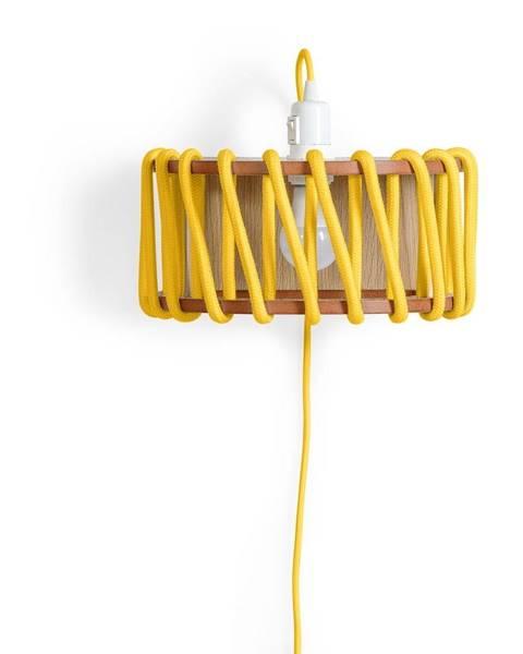 EMKO Žltá nástenná lampa s drevenou konštrukciou EMKO Macaron, dĺžka 30 cm